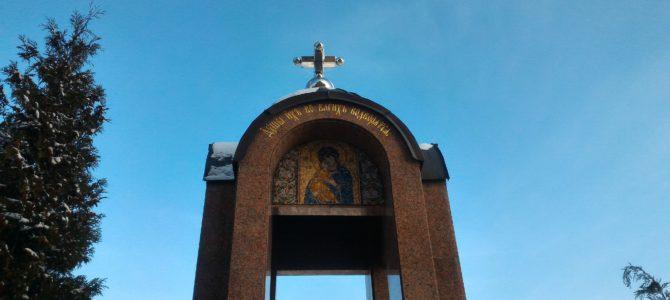 Litija zaupokojnaja przed pomnikiem ofiar za wiarę prawosławną