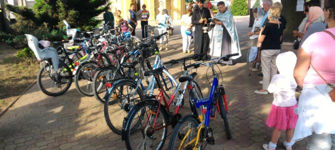 Odbyło się oświęcenie rowerów, teraz czas na samochody
